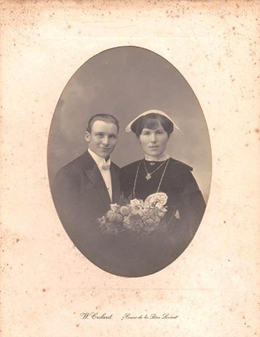 Couple jeunes mariés coiffe années 20