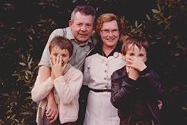 Grands parents petits enfants années 70