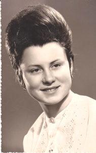 Portrait jeune femme années 60