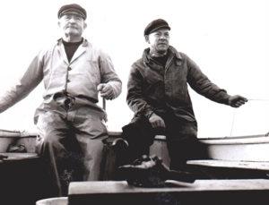 Deux pêcheurs en mer années 50
